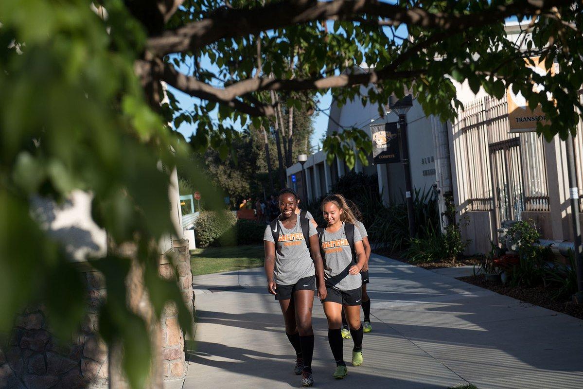 加州理工大学女子足球队的队员