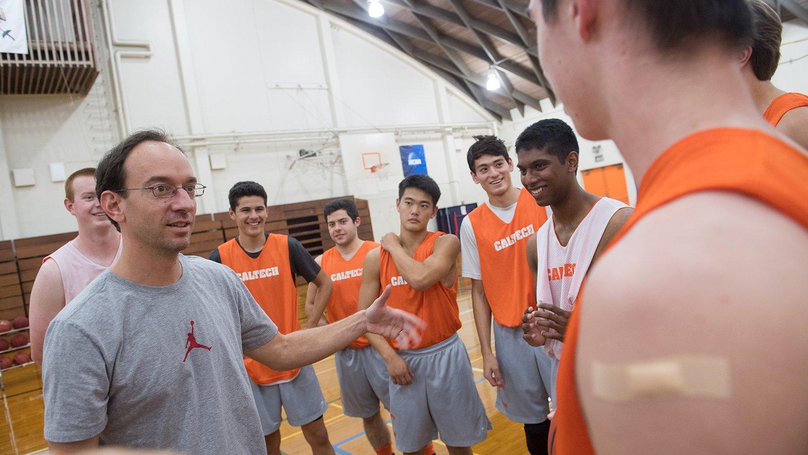 男子篮球队训练