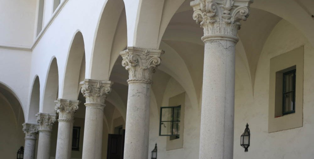 photo of arches in Blacker House