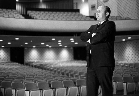 photo of Jerry Willis in Beckman Auditorium